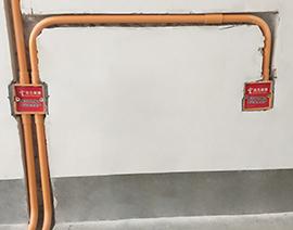 强电插座排好后盖板保护