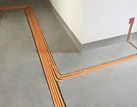 地面开槽暗排强电线管