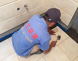卫生间铺地面砖