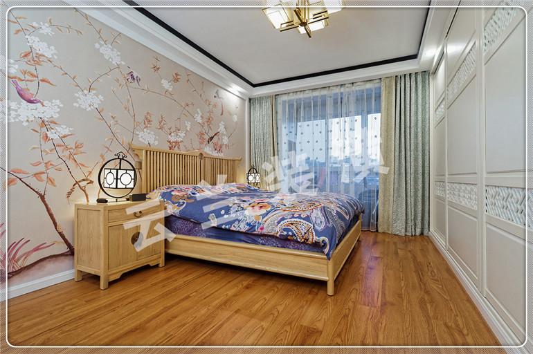 首页 案例赏析 精选卧室装修风格   6,床头背景墙用的暖色花鸟画壁纸