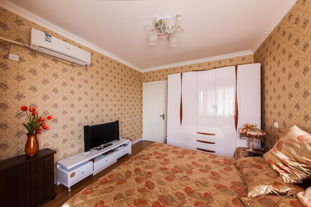 田园富贵的的风格显而易见,无论是墙纸还是床上用品,让人享受欧式田园浪漫情调。