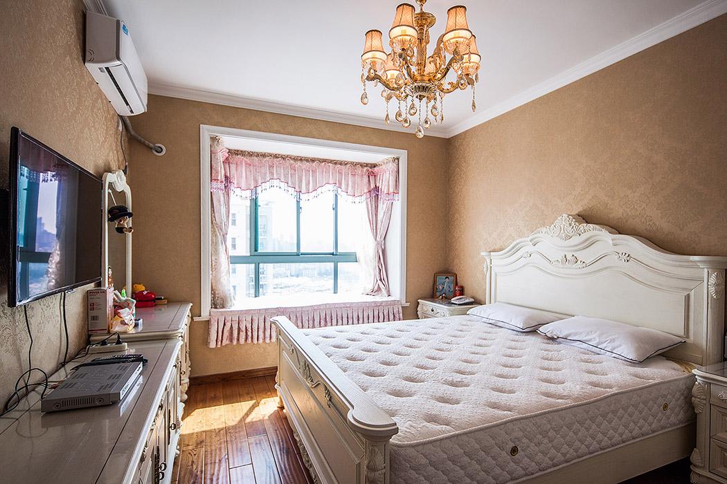 欧式居室,不止不只是豪华大气,更重要的是惬意和浪漫 。通过完美的曲线,精准求精的设计,带给家人不尽的舒服触感。