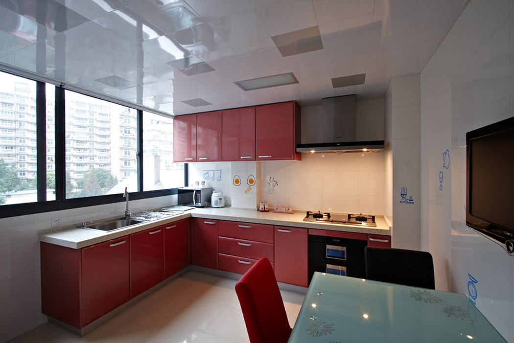 烹饪和就餐容纳在一起,强调了空间使用功能的完美组合。使空间利用率达到极致。