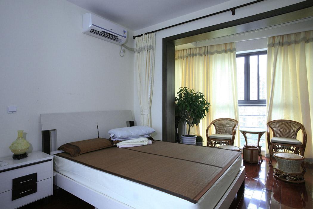 卧室阳台的休闲一角,小憩,品茶,沐浴阳光,享受生活。更能体现出主人对生活积极向上的态度。