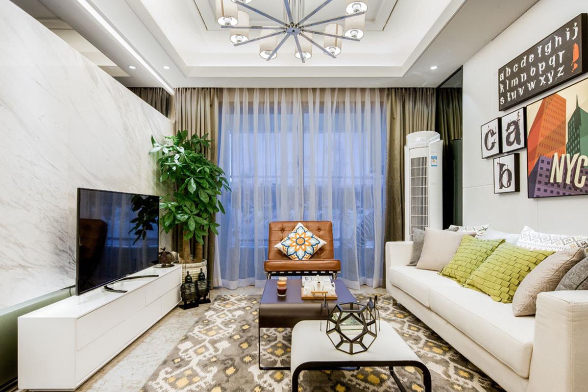 客厅采用现代简约风格,满足人们对空间本能的、理性的需求,黑钛不锈钢、大理石、软包的运用,体现了快节奏有富有朝气的生活气息。