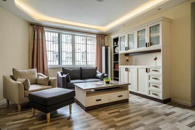 秀苑小区130平方三室两厅两卫翻新装潢秋高气爽