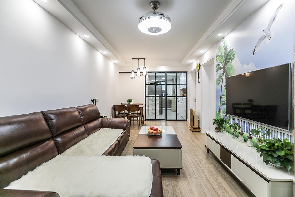 通河九村温馨二居室 超霸气沙发镇压整个客厅