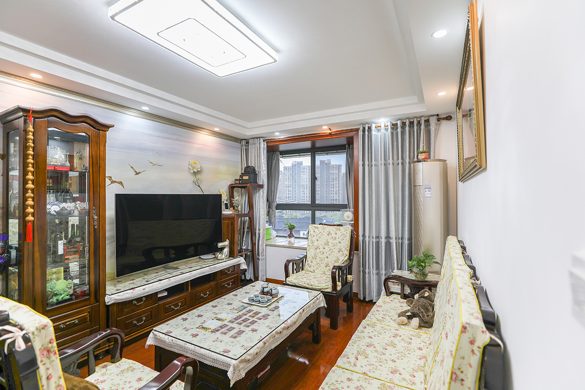 中式风格旧房装修三泉路821弄两房一厅