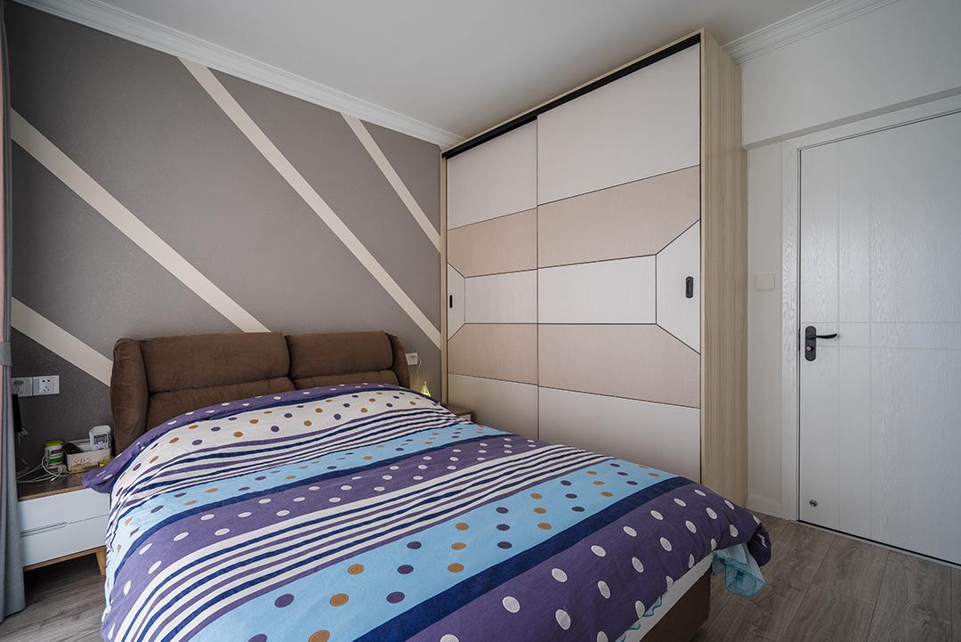 主卧与小孩房背景将交互与,在配色上选用沉稳的灰色。